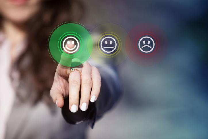 デキる女性は笑顔が素敵(写真:iStock)