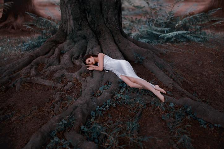 涙を流すことで安眠効果も(写真:iStock)