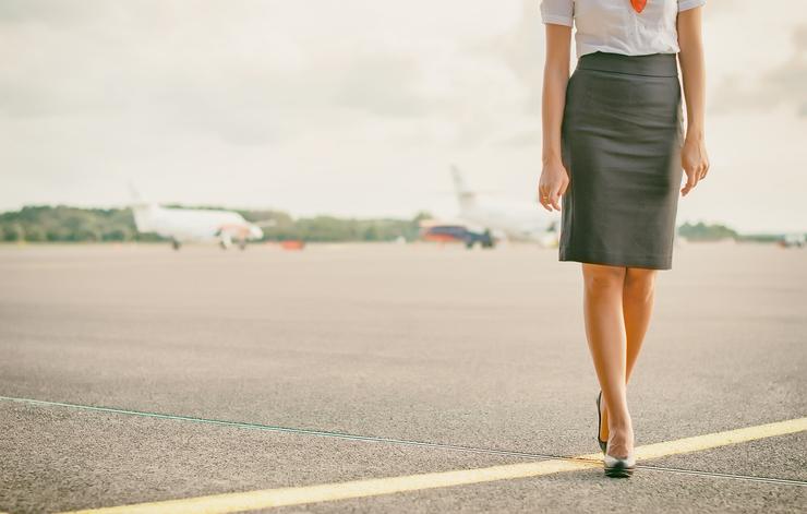 CA訓練で厳しく指導される「美姿勢」の基本とは(写真:iStock)