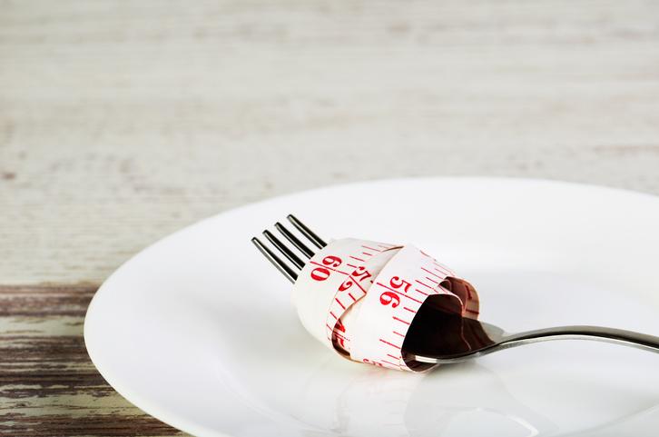 「食べないダイエット」をしてしまうと・・・(写真:iStock)