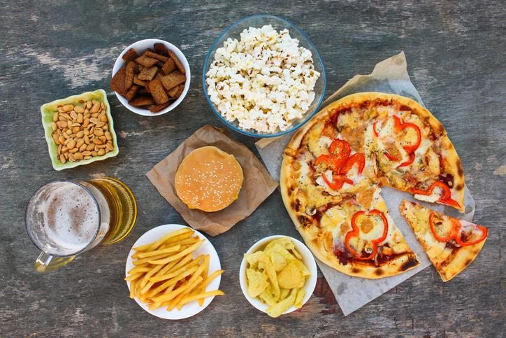 食品添加物たっぷりの加工食品も消化しづらい(写真:iStock)