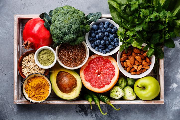 酵素がとれる食べ物は、生のフルーツ&野菜(写真:iStock)