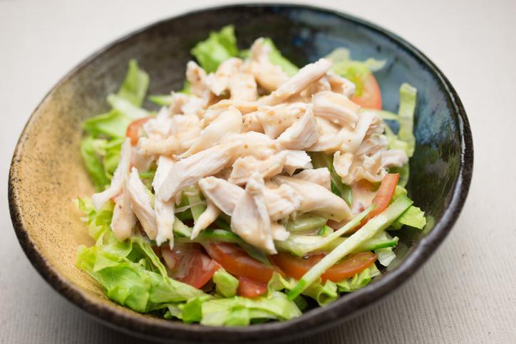蒸し鶏はダイエットの強い味方(写真:iStock)
