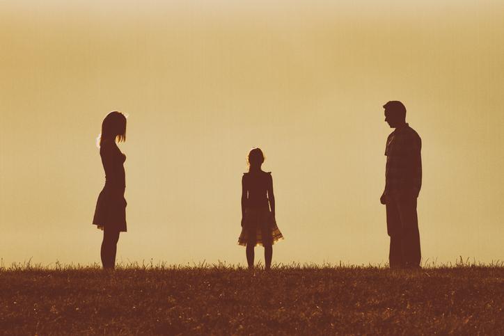 略奪愛の裏で傷つく人も…(写真:iStock)