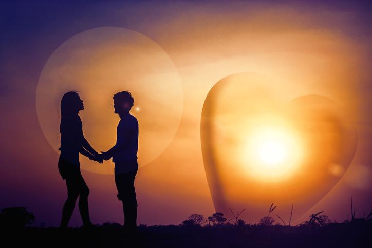 年齢が離れているだけで普通の恋愛の世界がある(写真:iStock)