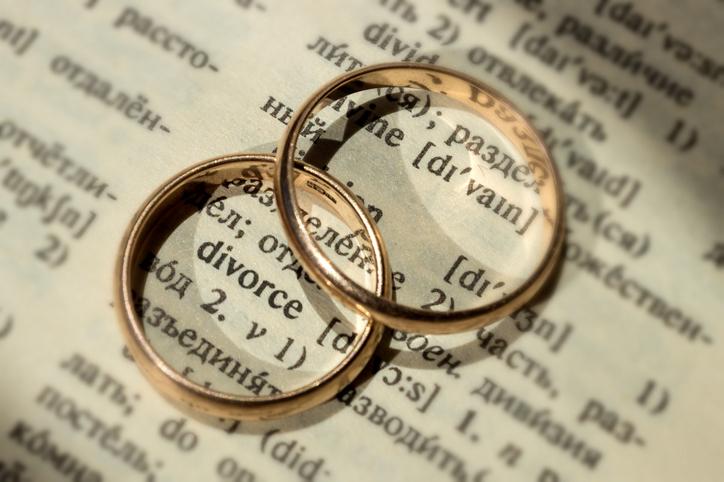 離婚で幸せになった男性がいるのも事実(写真:iStock)