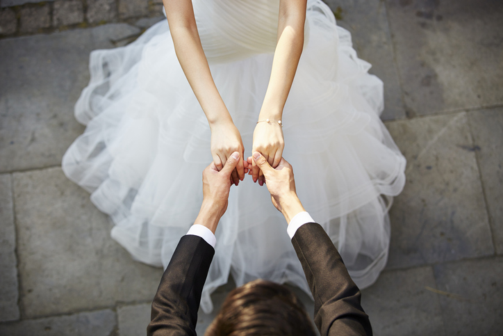 結婚に対してどう思ってるんだろう…(写真:iStock)