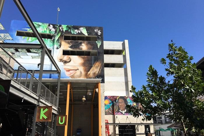 街中に壁画アート(撮影:藤田裕美)