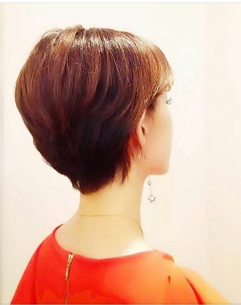 髪のツヤを出すにはヘアアイロンがオススメ(写真:蒼井凜花)
