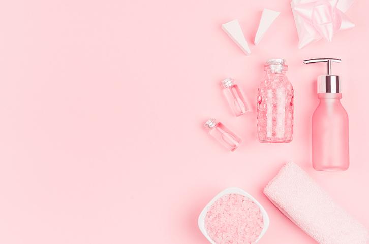 プチプラ化粧水でもお肌プルプル(写真:iStock)
