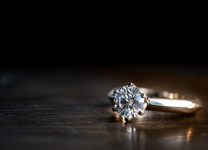 結婚も視野に入れた付き合いも(写真:iStock)
