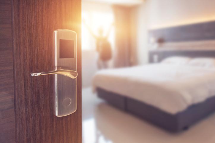 ラブホではなくビジネスホテルを(写真:iStock)