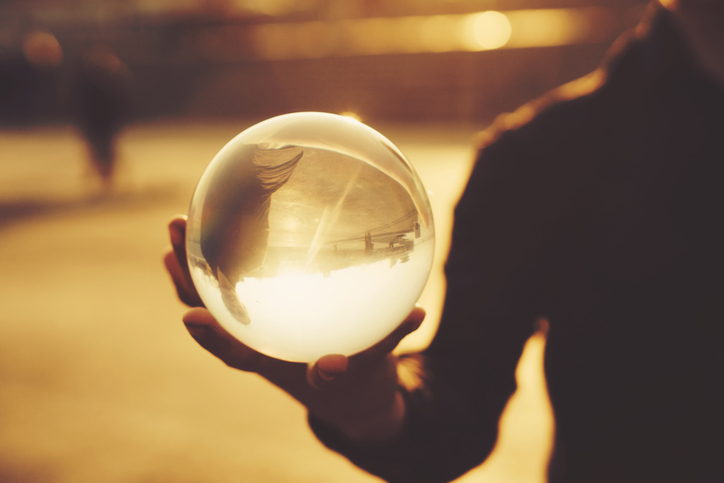 「引き寄せの法則」を信じるあまり、現実を直視しにくくなってる?(写真:iStock)