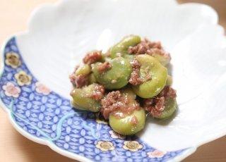 塩気とコクで日本酒が止まらない「空豆のアンチョビー和え」
