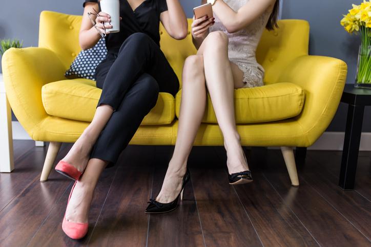 浮気を打ち明けるのなら同じような「浮気性の女友達」に(写真:iStock)