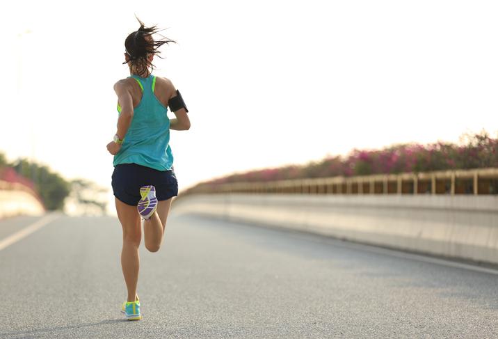 スポーツや1時間以上の外出時はSPF15〜30がベスト(写真:iStock)