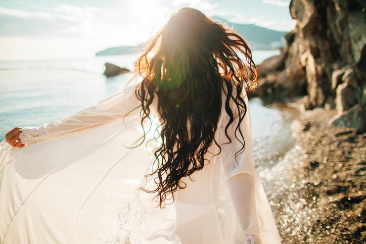 自分で幸せを見つけられる、「愛人」ってそんな女性(写真:iStock)