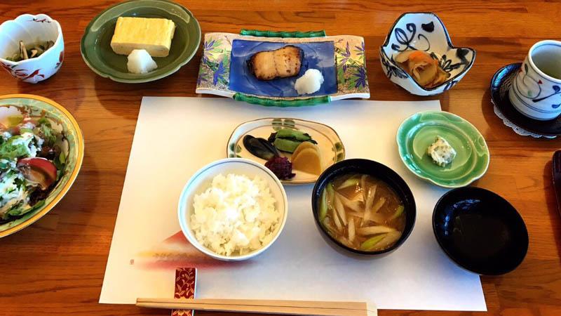 とある日の朝食です(C)小悪魔ドルチェ寿司
