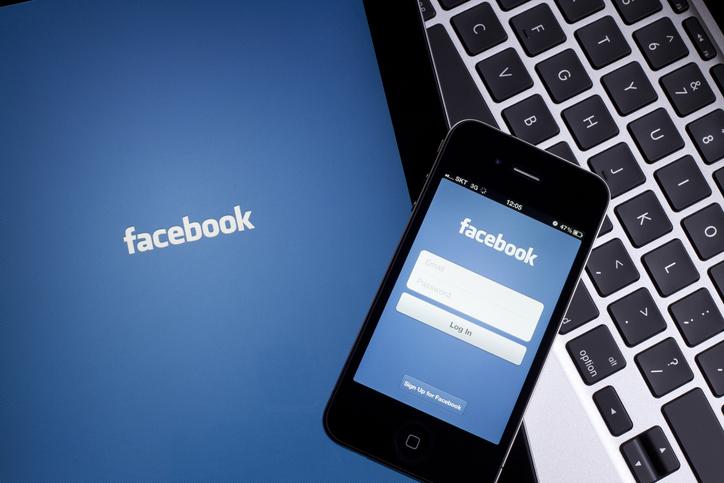 まずはFacebook(写真:iStock)