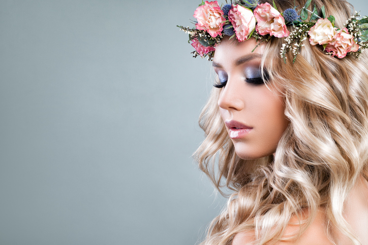 バラの花言葉のキーワードは「愛」(写真:iStock)