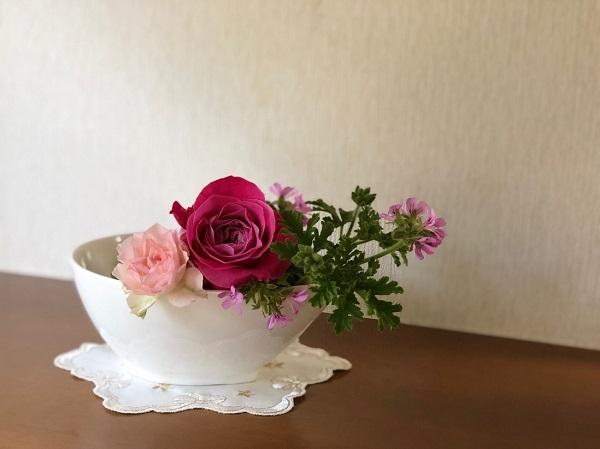 寝室にピンクのバラを飾って恋愛運アップ(C)斑目茂美