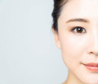 ほうれい線、首のシワ…年齢が出るパーツを改善する方法は?