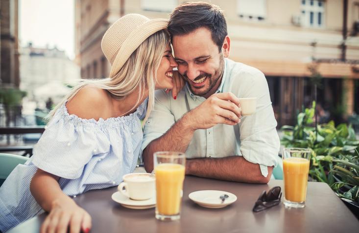 """男性も""""耳""""から恋するのです(写真:iStock)"""