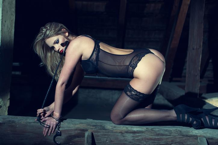 女優さんがバックでイキっぱなしになっているのを見て…(写真:iStock)