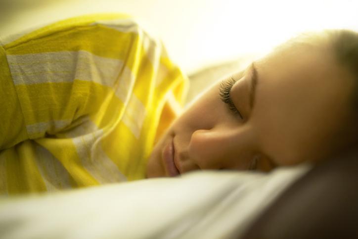 すっぴんメイクで寝顔もばっちり(写真:iStock)