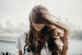 梅雨時期の髪のうねりを解決!ヘアスタイルキープ術3選♪