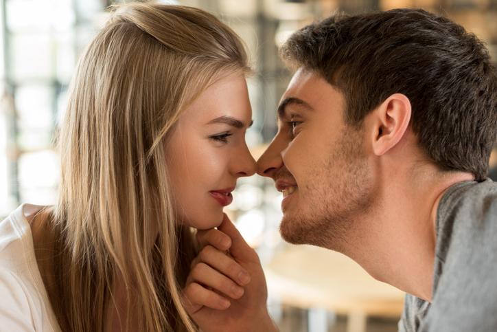付き合う前のキスの意味は?(写真:iStock)