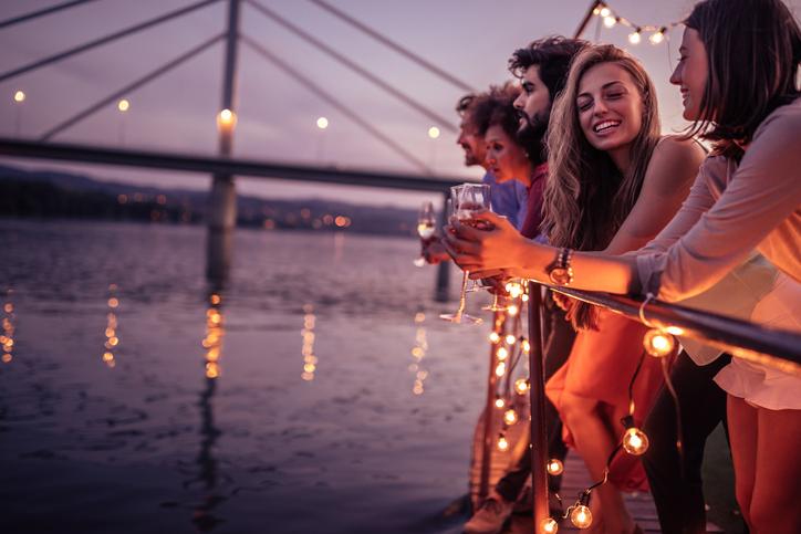 婚活パーティーに参加していても…(写真:iStock)
