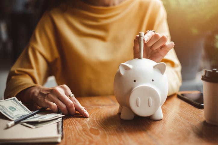 お金の不安は早めに解消(写真:iStock)