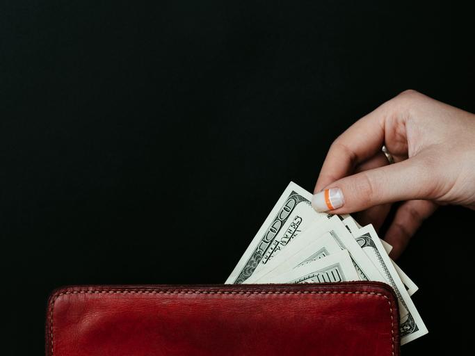 あっという間にお金が無くなる(写真:iStock)