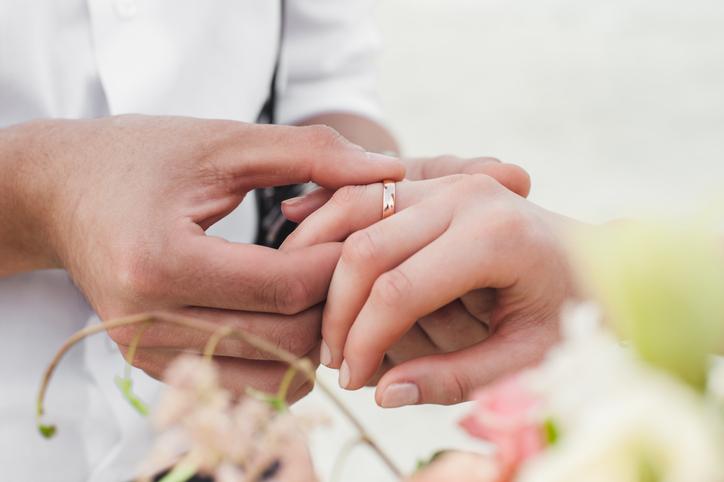 お互いを思いやって幸せな結婚生活を(写真:iStock)