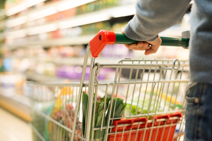 毎日嫁の指示通りに買い物を(写真:iStock)