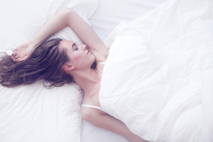 意外と十分な睡眠時間が取れる(写真:iStock)