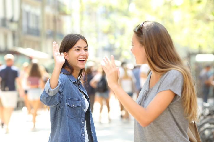 それとなく交流を避ける方法は…(写真:iStock)