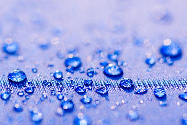 UVカット加工の日傘は、水に濡らさない方がいい(写真:iStock)