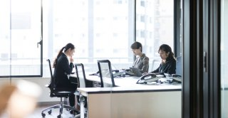 職場の面倒な「かまってちゃん」女性の特徴&ベストな対処法