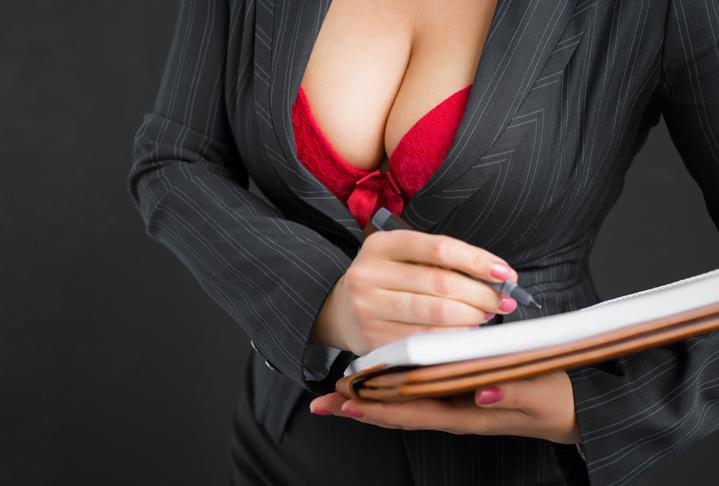 セクシー女教師は永遠の憧れ?(写真:iStock)