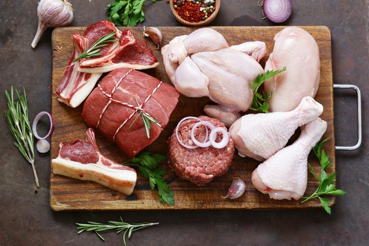 お肉中心の食事になった途端…(写真:iStock)