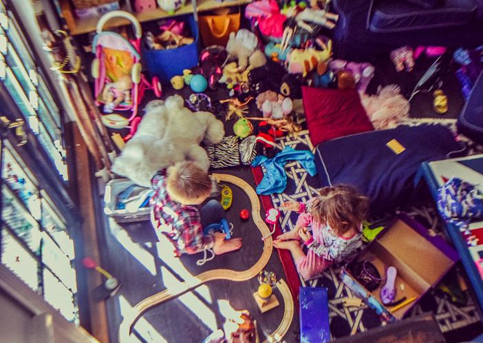 散らかり放題のおもちゃにうんざり(写真:iStock)
