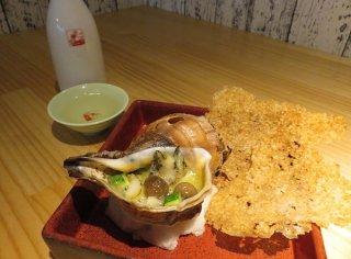 つぶ貝をエスカルゴに見立てた「つぶ貝のガーリックバター」