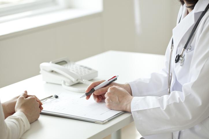 自己判断をせずに必ず医師と相談(写真:iStock)