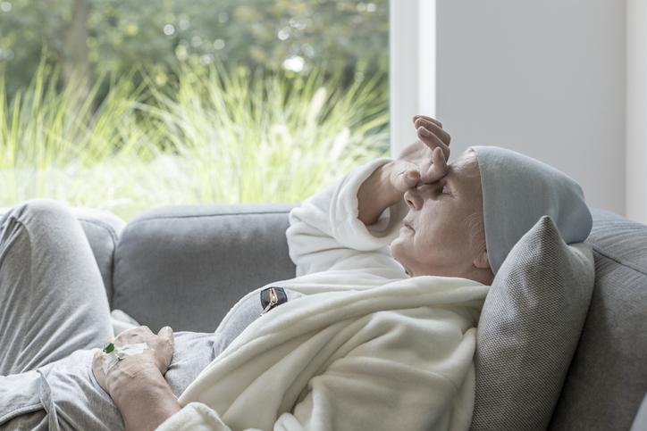 一人暮らしだと症状に気付くのが遅れてしまう(写真:iStock)