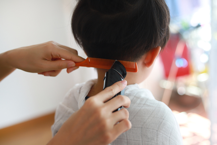 母親に相談もせずに髪を切るなんて!(写真:iStock)