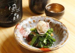 まろやかな甘さが日本酒に合う「ニラとオクラの梅肉和え」
