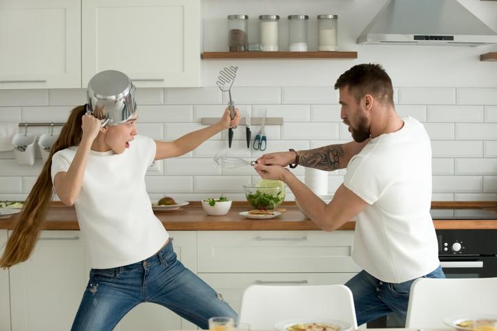喧嘩が起きるのはホルモンのせい?(写真:iStock)