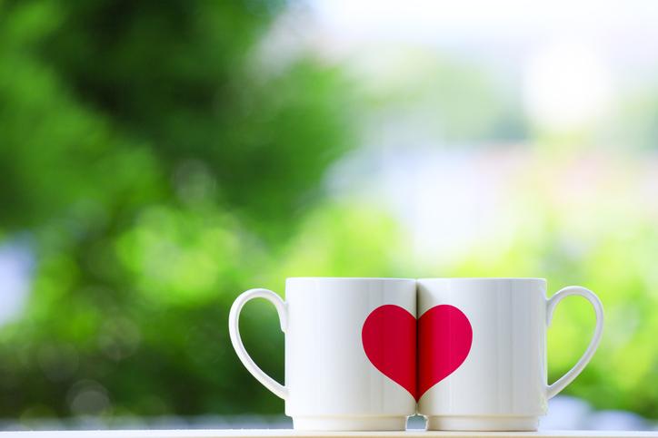 目の前の恋愛を思い切り楽しもう(写真:iStock)